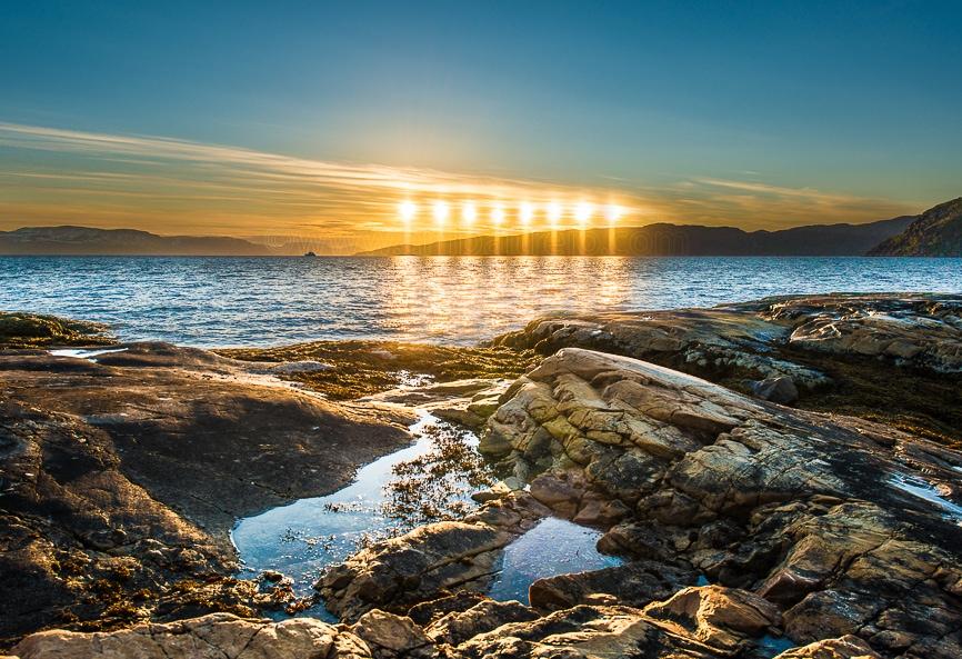 Sol de Medianoche cerca de Alta en Finnmark, Noruega.