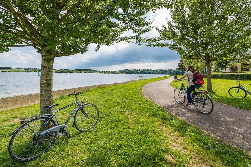 Valonia en bicicleta po los Lagos de l'eau d'heure