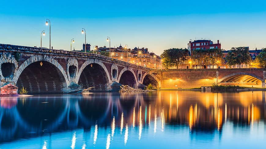 Pont Neuf, the 220 meters long bridge with its 7 arches was inaugurated in 1659 in Toulouse, Haute-Garonne, Midi Pyrenees, southern France.