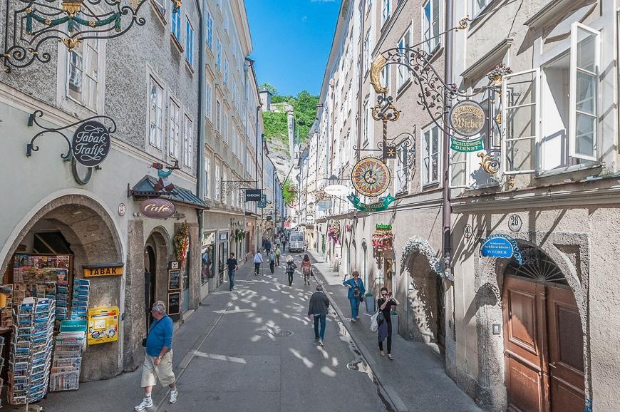 Paseo por la Getreidegasse en Salzburgo
